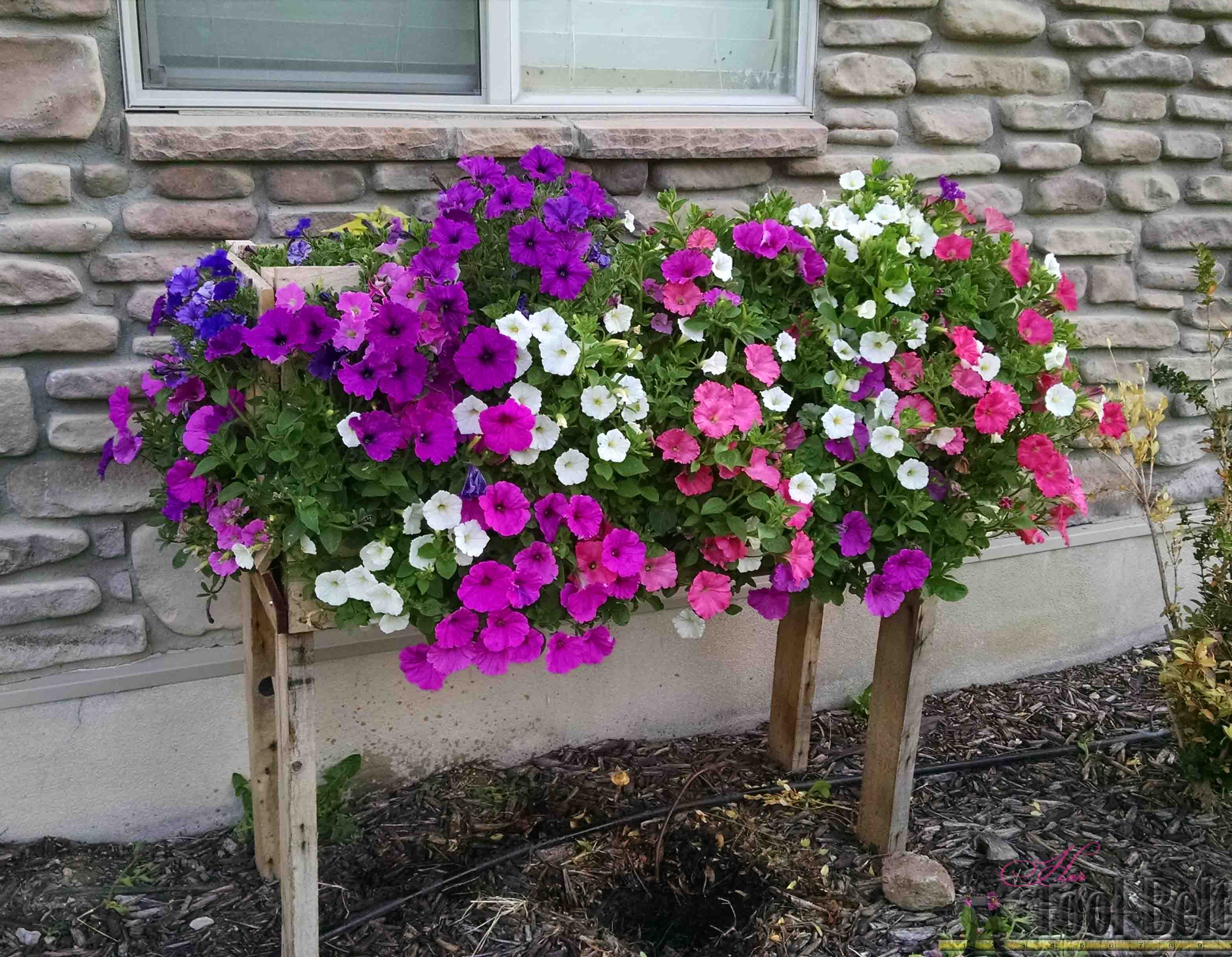 Make a Cascading Flower Planter Box from Pallets